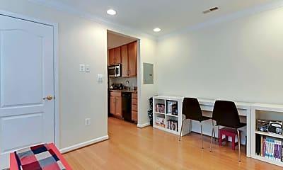 Living Room, 94 Webster St NE, 2