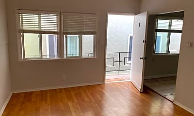 Living Room, 907 Manhattan Ave, 1
