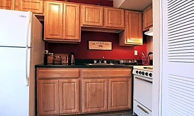 Kitchen, Staples Mill Townhomes, 2