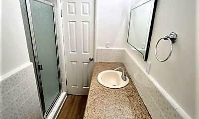 Bathroom, 250 W 15th St, 2