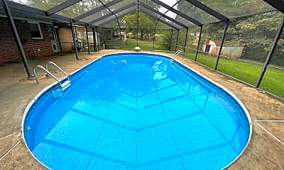 Pool, 211 Heritage Blvd, 2