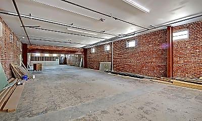 Building, 2000 Reynolds Ave, 1