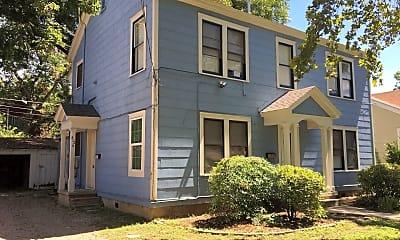 Building, 812 E 30th St, 1