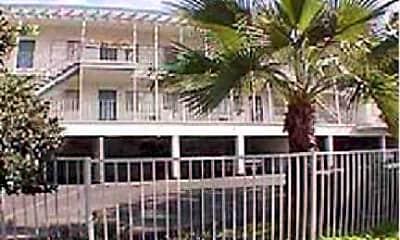 Villa Knolls, 1
