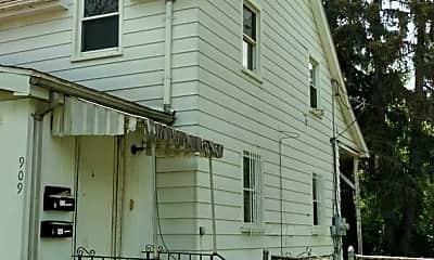 Building, 909 W Paterson St, 1