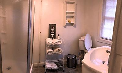 Bathroom, 761 King St, 1