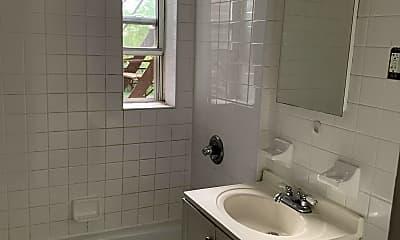 Bathroom, 610 Victory Blvd 2L, 2