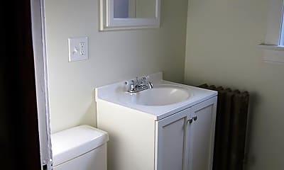 Bathroom, 3655 N Bosworth Ave, 2