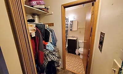 Bathroom, 8420 W Greenfield Ave, 2