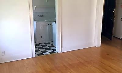 Bathroom, 829 N Cass St, 2