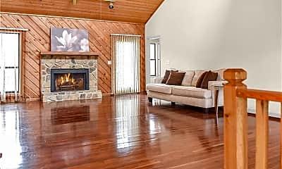 Living Room, 220 Glenrose Ct, 1