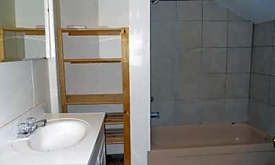 Bathroom, 925 Alabama St, 2