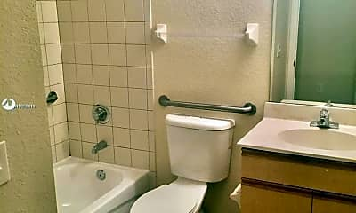 Bathroom, 1551 NW 36th St 809, 2