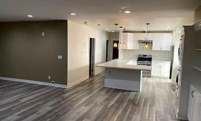 Living Room, 2719 W Jefferson Blvd, 1