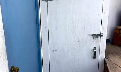 Bathroom, 4916 Elizabeth St, 2