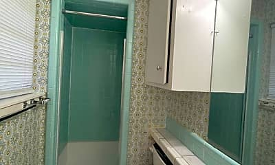 Bathroom, 8 Tulip Dr, 2
