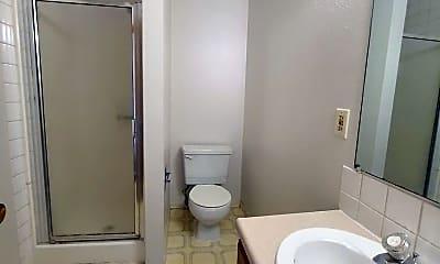 Bathroom, 1618 N Lincoln St, 2