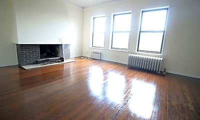 Living Room, 7628 N Rogers Ave, 0