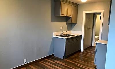 Kitchen, 1805 W 82nd St, 1