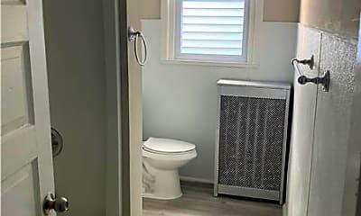 Bathroom, 1302 W Rockland St, 2