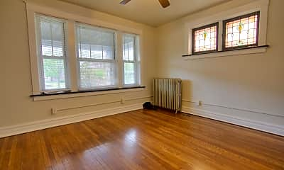 Living Room, 5231 S Grand Blvd, 1