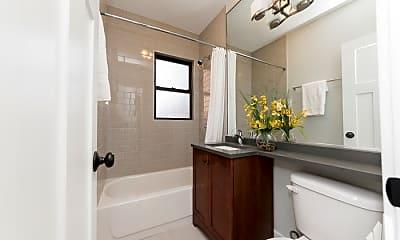 Bathroom, 2914 N Mildred Ave, 2