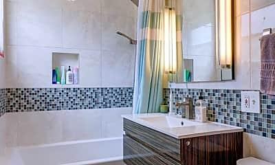 Bathroom, 2626 N Spaulding Ave #2, 1