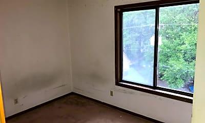 Living Room, 619 S Walnut St, 2
