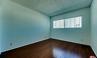 Living Room, 5845 Doverwood Dr 318, 2