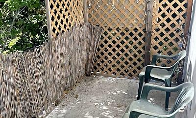 Patio / Deck, 923 Ravenscourt Ave, 2