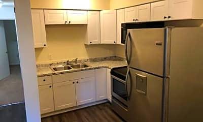 Kitchen, 524 Ashlawn Dr, 1