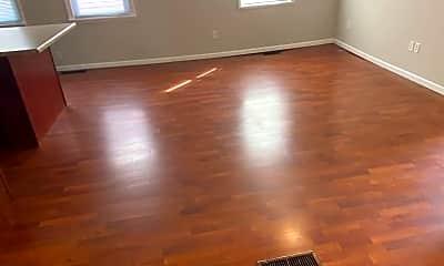 Living Room, 926 S Center St, 1