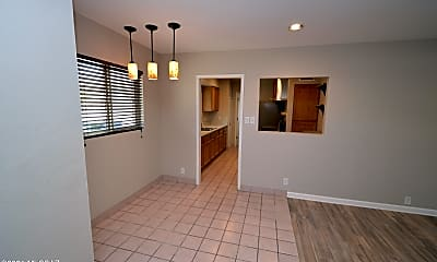Dining Room, 5732 E Hawthorne St, 1