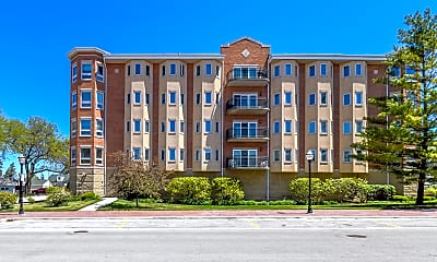 Building, 100 W Roosevelt Ave 409, 1
