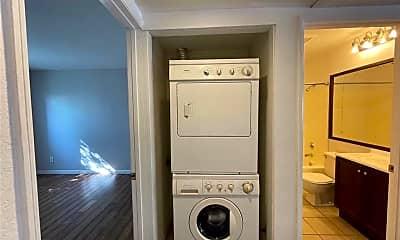 Bathroom, 800 Grand Ave B6, 2