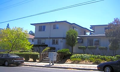 Building, 122 Towne Terrace, 1