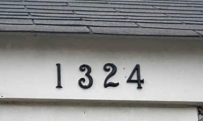 Bathroom, 1324 Hill St, 2