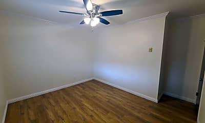 Bedroom, 621 N Market St, 2