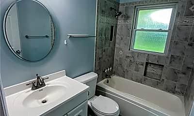 Bathroom, 1090 Rogers Ln, 2