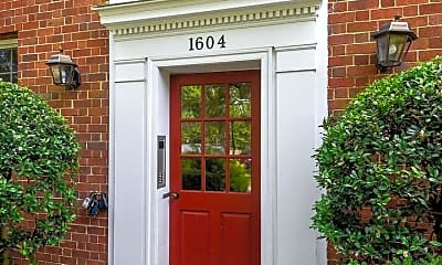1604 W Abingdon Dr 202, 1