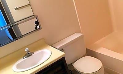 Bathroom, 3102 3rd St N, 2