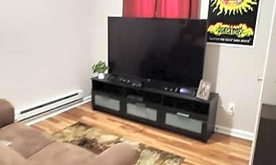 Living Room, 3302 Keswick Rd, 1
