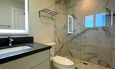 Bathroom, 814 Selkirk Pl, 2