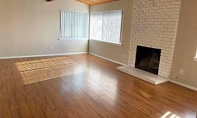 Living Room, 3109 Occidental St, 1