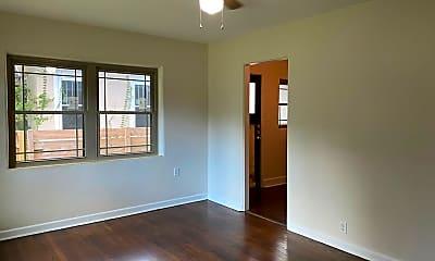 Living Room, 1019 Park Lake St, 2