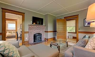 Living Room, 2558 White Mountain Hwy, 1
