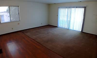 Living Room, 4690c Scioto Dr, 1