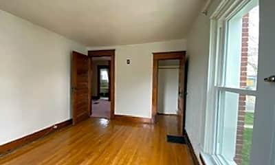 Living Room, 423 Lake Ave, 2