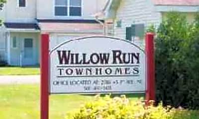 Building, Willow Run I & II Townhomes, 0