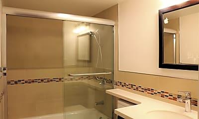 Bathroom, 118 Trumbull St, 1